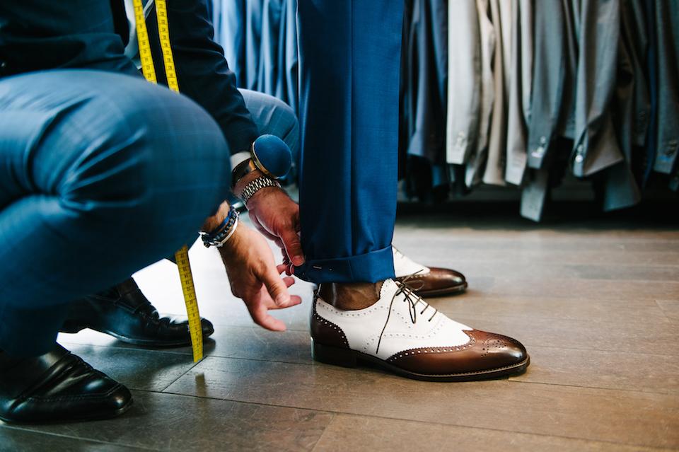 ourlet-pantalon-costume-bleu-mariage-samson